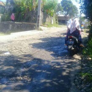 Jalan Utama Dari Situ Hiyang Sampai Ciberem Desa Curug Bitung Rusak Berat